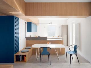 into the woods gosplan architects CucinaTavoli & Sedie Legno Effetto legno