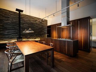 白坂 悟デザイン事務所 Kitchen units Wood Wood effect