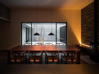 白坂 悟デザイン事務所 Modern dining room Wood Wood effect