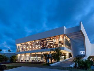 Daniel Cota Arquitectura   Despacho de arquitectos   Cancún Modern Study Room and Home Office Concrete White