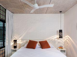 Daniel Cota Arquitectura   Despacho de arquitectos   Cancún Modern Bedroom Bricks White
