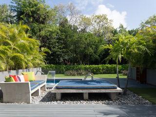 Daniel Cota Arquitectura   Despacho de arquitectos   Cancún Modern Terrace Engineered Wood Multicolored