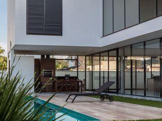 ZAAV Arquitetura Piscinas de estilo minimalista