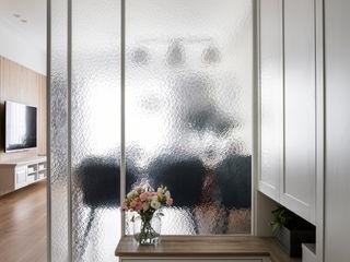 達譽設計 Country style corridor, hallway & stairs Glass