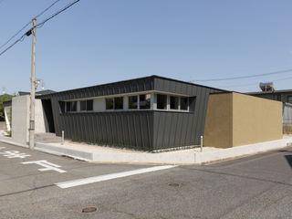 toki Architect design office 現代房屋設計點子、靈感 & 圖片 金屬 Grey