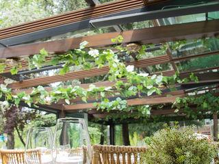 Cerramiento de techo movil de cristal Fraimar Aluminios S.L. Balcones y terrazasMobiliario Aluminio/Cinc Acabado en madera
