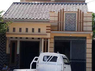 CV. ARRAHMAN CONSTRUCTION ミニマルな 家 花崗岩 ブラウン