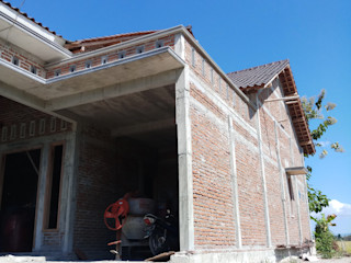 CV. ARRAHMAN CONSTRUCTION 和風スタイルの 壁&フローリングデザイン レンガ 多色
