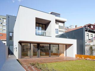 Banema S.A. Balcone, Veranda & Terrazza in stile moderno Legno composito Effetto legno