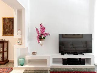 nA.nA. Project (iLove U) Luca Bucciantini Architettura d' interni Soggiorno minimalista Bianco