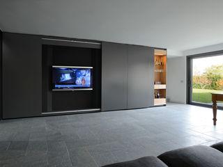 Casa M, Varese Iº fase Kazuyo Komoda (Design Studio) Soggiorno moderno Grigio