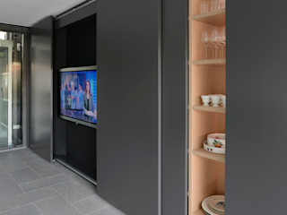 Casa M, Varese Iº fase Kazuyo Komoda (Design Studio) Soggiorno moderno