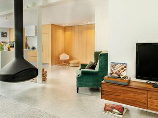 Jolanda Knook interieurvormgeving Ruang Keluarga Gaya Eklektik Beton