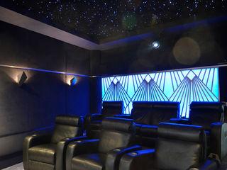 Multi-Room AV and Dedicated Home Cinema HiFi Cinema Ltd. Moderner Multimedia-Raum Grau