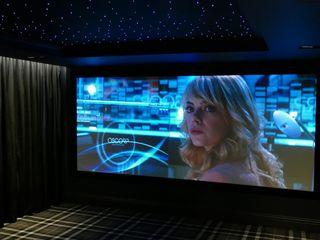 Dedicated Cinemascope 4K Cinema Room with Dolby Atmos sound system HiFi Cinema Ltd. Moderner Multimedia-Raum