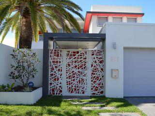 NATUREL METAL FERFORJE Puertas de entrada Metal Blanco