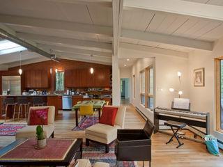RT Studio, LLC Salas de estilo moderno