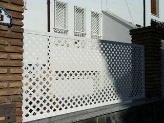 Celosía de aluminio Metalistería Ballesteros SL Jardines de estilo rural Aluminio/Cinc Blanco