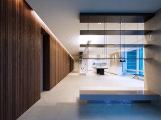 Design Tomorrow INC. Salas de estilo moderno