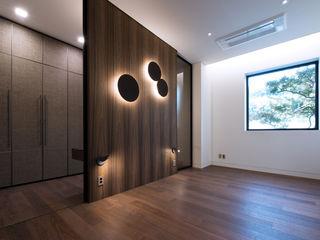 Design Tomorrow INC. Salas de entretenimiento de estilo moderno