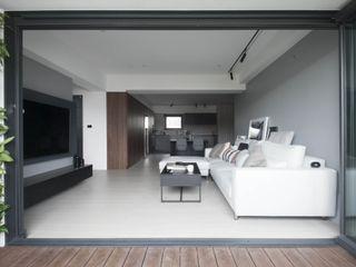 量身打造的恬靜 鈊楹室內裝修設計股份有限公司 現代房屋設計點子、靈感 & 圖片