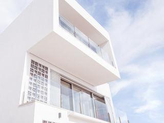 Vivienda unifamiliar de lujo con piscina en la costa mediterránea Francisco Pomares Arquitecto / Architect Casas unifamilares