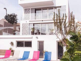 Vivienda unifamiliar de lujo con piscina en la costa mediterránea Francisco Pomares Arquitecto / Architect Piscinas de estilo moderno
