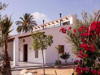 Rehabilitación de una casa típica de la huerta mediterránea Francisco Pomares Arquitecto / Architect Casas rurales Blanco
