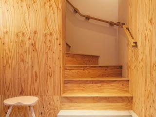.8 / TENHACHI Couloir, entrée, escaliers modernes