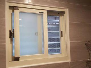 藝舍室內裝修設計工程有限公司 Janelas e portas modernas Branco