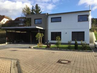 Einfamilienhaus am Hang wir leben haus - Bauunternehmen in Bayern Einfamilienhaus Weiß