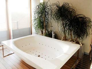 Canalmarmi e Graniti snc Modern bathroom Stone
