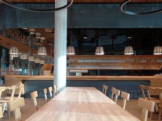 Selbstbedienungsrestaurant - Bergstation Spieljochbahn, Fügen im Zillertal BESTO ZT GMBH_ Architekt DI Bernhard Stoehr Moderne Esszimmer