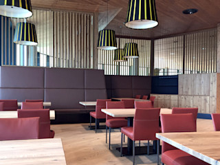italienisches Restaurant - Bergstation Spieljochbahn, Fügen im Zillertal BESTO ZT GMBH_ Architekt DI Bernhard Stoehr Moderne Esszimmer