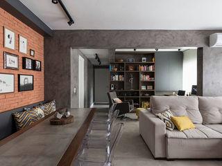 Apartamento Industrial - Concreto e Tijolinhos Rabisco Arquitetura Salas de estar rústicas Concreto Cinza