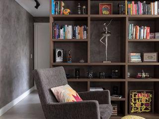 Apartamento Industrial - Concreto e Tijolinhos Rabisco Arquitetura Escritórios rústicos Madeira Multi colorido
