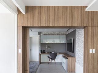 Escritório e Sala de TV Rabisco Arquitetura Escritórios modernos MDF Efeito de madeira