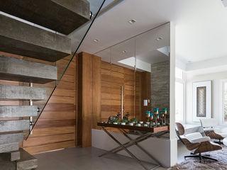 Rabisco Arquitetura Escadas Vidro Acabamento em madeira
