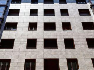 Fachada Cerámica Saloni Casas de estilo moderno Azulejos Beige