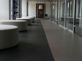 Allianz Bank Cerámica Saloni Espacios comerciales de estilo moderno Cerámico
