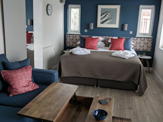 Article By the Garden Room Guide - Choose Offsite Construction Building With Frames Rustic style bedroom Wood