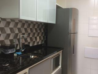 Apartamento Jabaquara 3JP Engenharia Armários e bancadas de cozinha Azulejo Cinza
