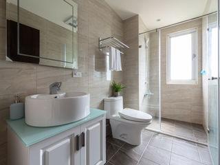 創喜設計 Modern bathroom Tiles Yellow