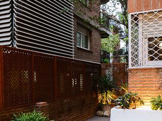 Reforma de una terraza en Barcelona ETNA STUDIO JardínMuros y vallas Blanco