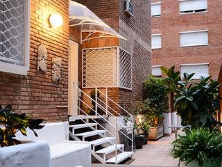 Reforma de una terraza en Barcelona ETNA STUDIO JardínMobiliario Hierro/Acero Blanco