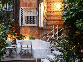 Reforma de una terraza en Barcelona ETNA STUDIO JardínAccesorios y decoración Cerámica Blanco