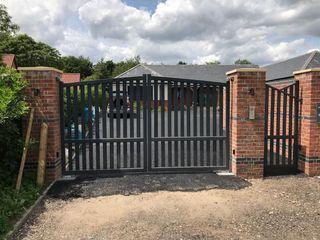 Modern Metal driveway gates ZENTIA Modern garden Iron/Steel Grey