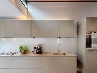 StrandNL architectuur en interieur Nowoczesna kuchnia