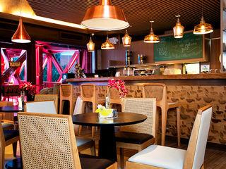 Café Santa Clara RI Arquitetura Espaços gastronômicos modernos Madeira Ambar/dourado