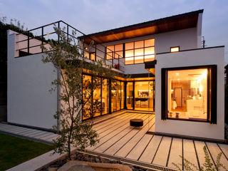 yuukistyle 友紀建築工房 Modern houses White